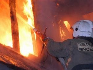 Три человека обгорело, частный дом сгорел. Последствия пожара в Тракторозаводском районе