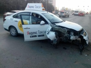 Клиент погиб. Въехавшему в столб таксисту вынесли приговор