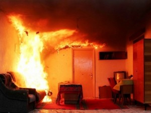 Больше 4 часов тушили квартиру пожарные