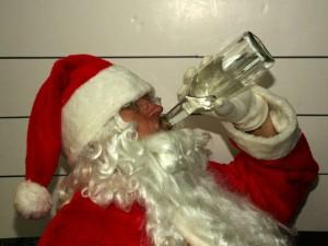Челябинские Деды Морозы настолько суровы... Волшебник подшофе мешал движению транспорта (видео)