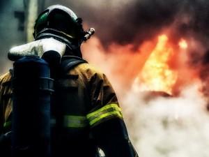 Более четырех часов. 20 пожарных боролись за жилой дом в Челябинске