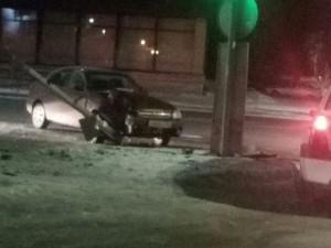 Инспектор ГИБДД остановил машину нарушителя снежком