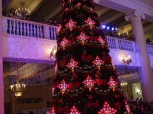 Тысяча детдомовцев пришла на рождественскую ёлку