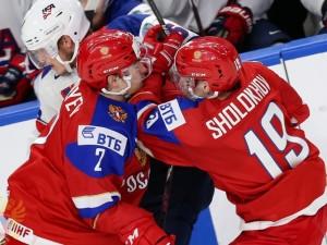В последнем матче России на молодежном чемпионате мира челябинец забросил шайбу
