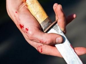 Ударил ножом жену