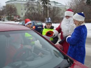 Полицейские превратились в Деда Мороза и Снегурочку