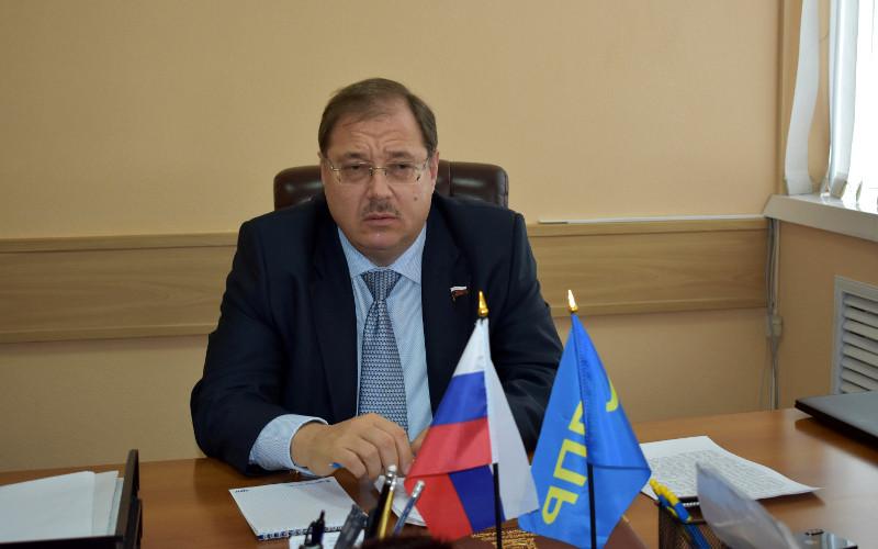 Депутат Госдумы от Брянщины Борис Пайкин вник в проблемы брянцев
