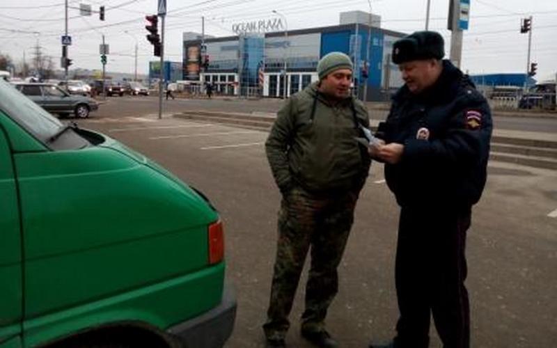 Брянским водителям устроили ликбез возле торговых центров