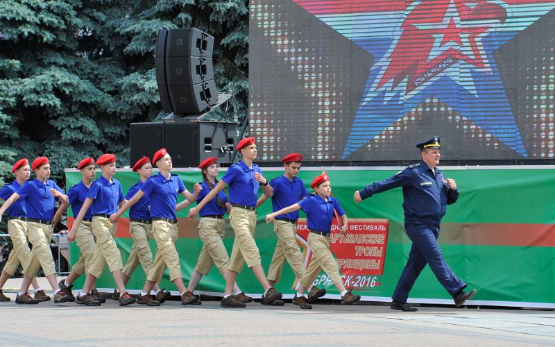 Успехи брянских юнармейцев под руководством Героя России Постоялко отметили в Москве