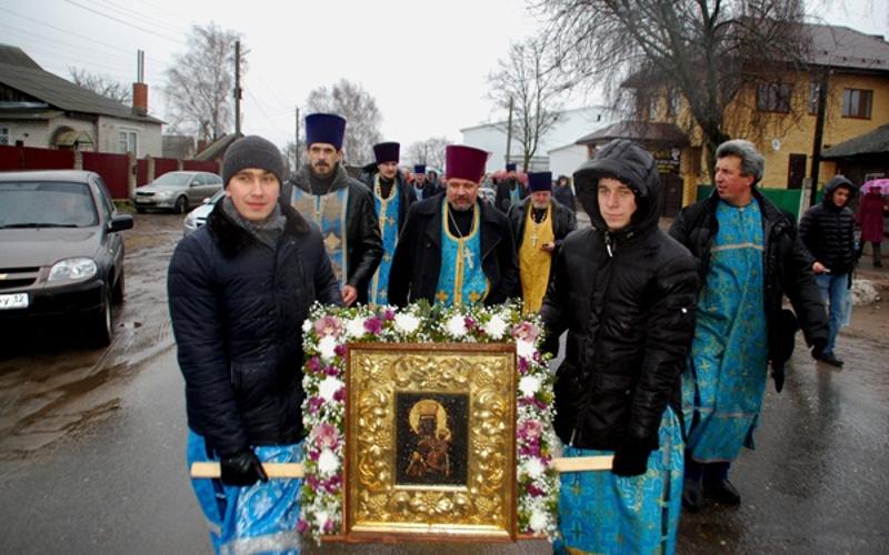 Суражане отпраздновали день иконы Божьей Матери крестным ходом