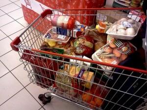 Вор украл в супермаркете корзину дорогих продуктов