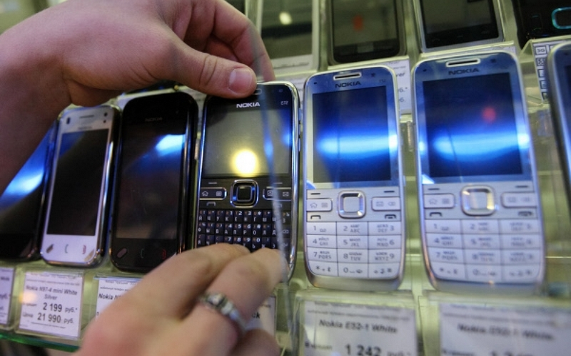 Житель Новозыбкова отработает краденный телефон