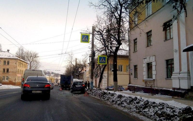 Попавший в массовое ДТП на Калинина брянский пешеход ушиб ногу