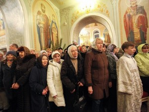 Тысячи православных встретили Рождество в храмах. Идеология вместо веры?