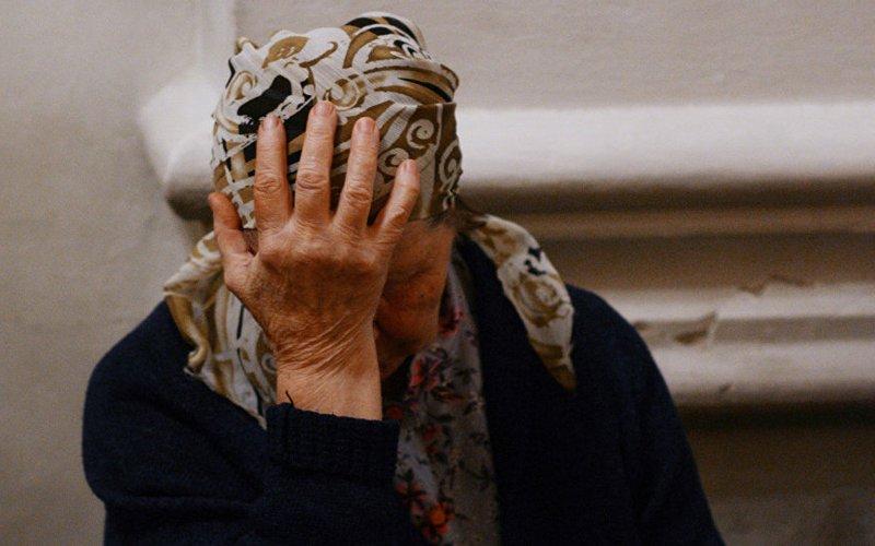 Три мошенницы украли у брянской бабушки 115 тысяч рублей