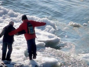 Спасатели обнаружили замерзших детей близ реки Тесьма
