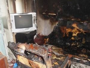 21 человек тушил квартиру в поселке Бажово