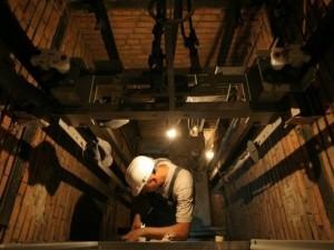 Строительный рабочий «Академа» разбился, упав с девятого этажа в шахту лифта