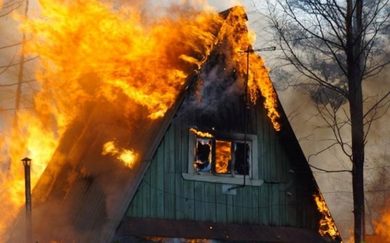 В Брянске опять горел дачный дом