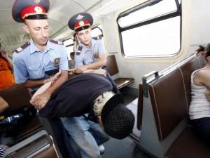 Странный запах. Транспортные полицейские арестовали пассажира прямо в тамбуре поезда