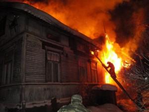 11 пожарных тушили жилой дом