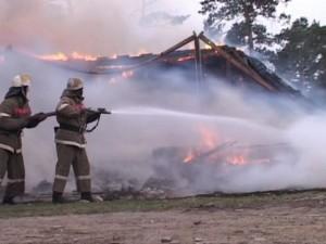 Ровно два часа тушили пожар на станции Смолино