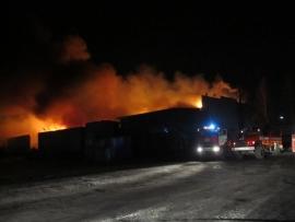 Склад загорелся на улице Складской