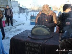 Памятник пельменю открыли торжественно