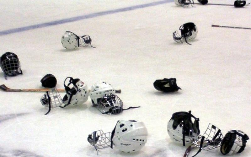 Массовой потасовкой завершился хоккейный матч орловских и брянских юношей