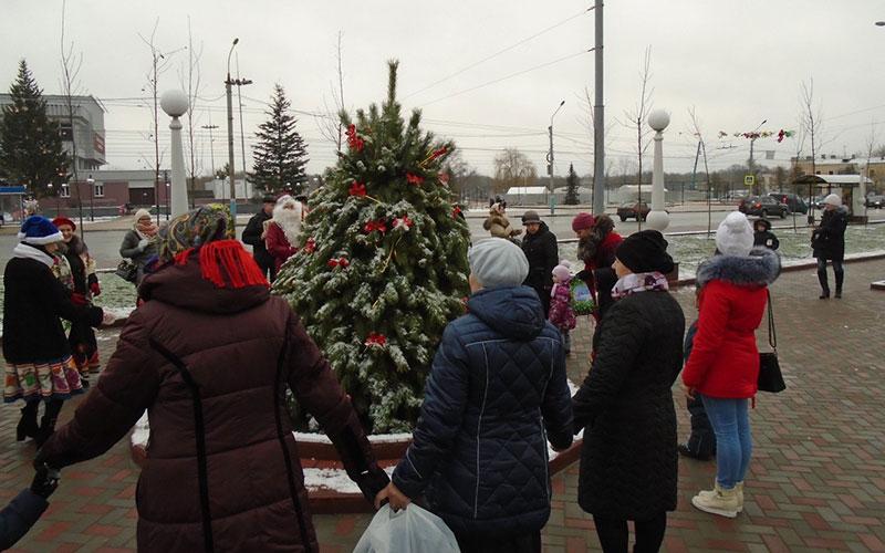 Брянск, выходи гулять: вСеменовском сквере устроили веселый хоровод