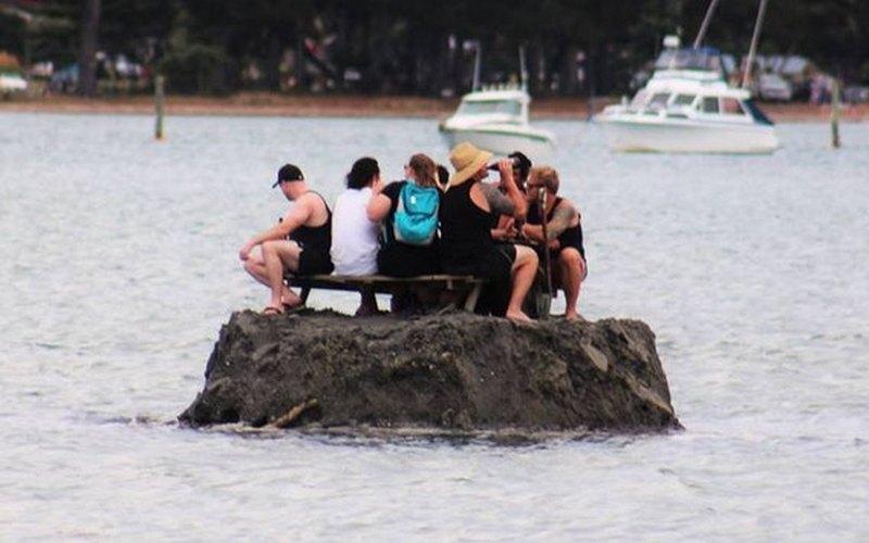 Новозеландцы построили песчаный остров, чтобы пить на нем алкоголь в Новый год