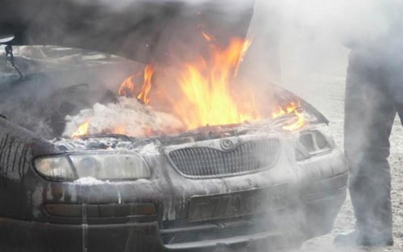 Огонь под капотом: в Сураже тушили вспыхнувший автомобиль