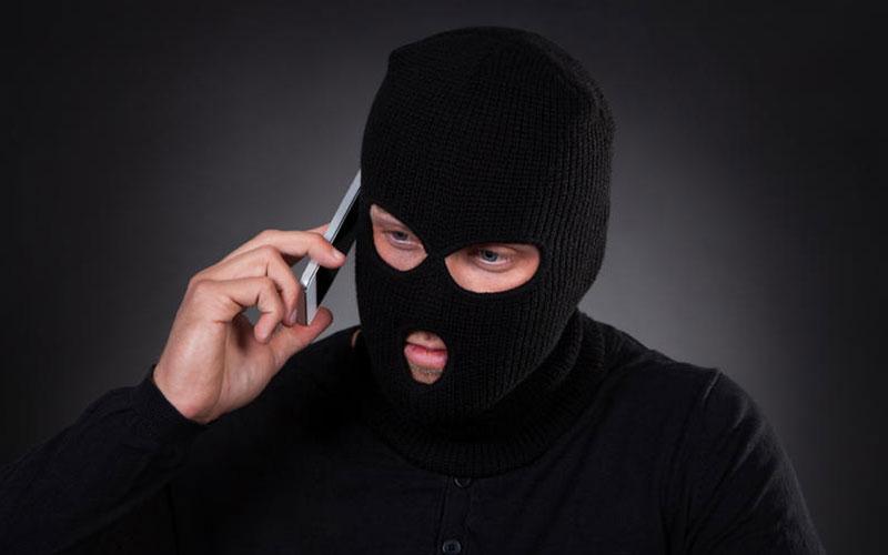 Два жителя Брянска стали жертвами телефонных мошенников
