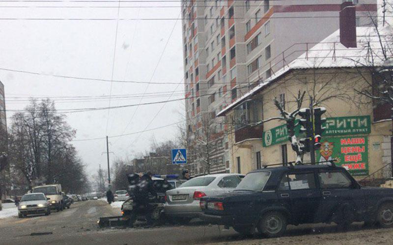 ВБрянске автомобиль вневедомственной охраны попал вДТП