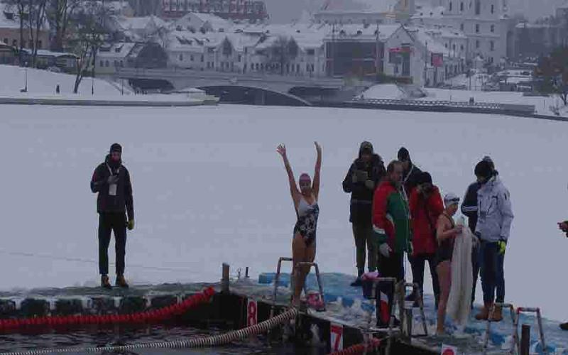 Морж из Брянска остановилась в шаге от призов на чемпионате мира по зимнему плаванию