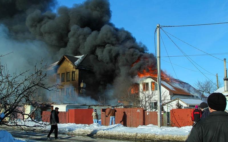 В городе Фокино потушили вспыхнувший дом