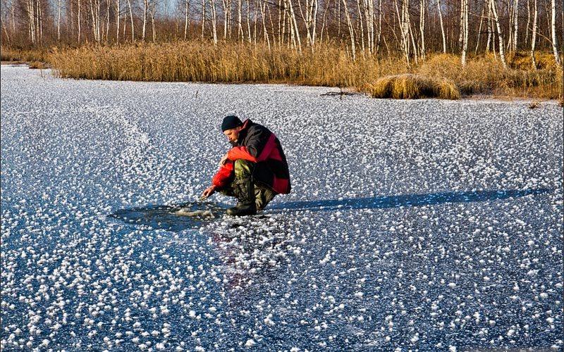 Вмерз в лед: на новозыбковском озере погиб рыбак