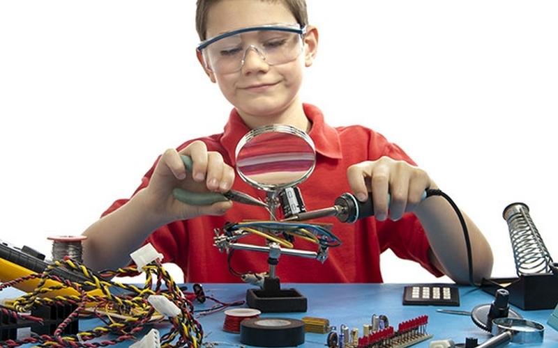 Юные Кулибины из Брянска соревнуются в робототехнике