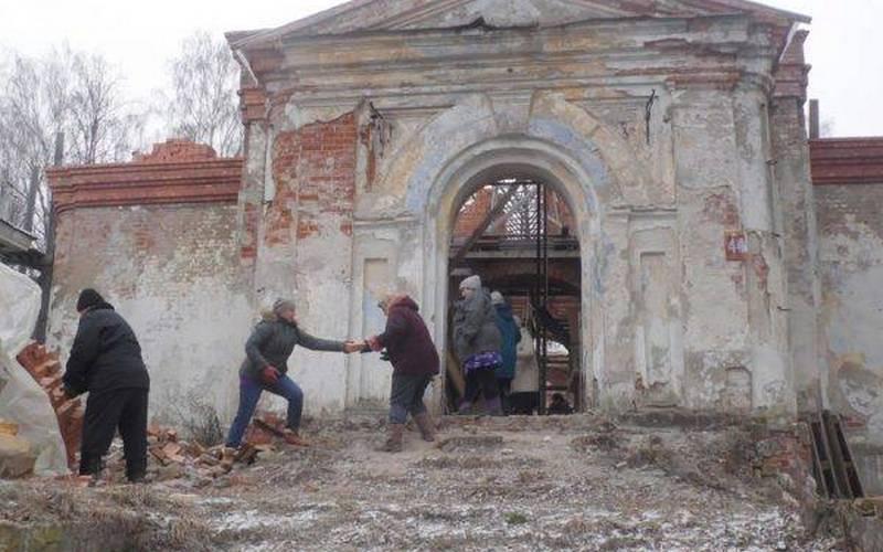 Древний храм в брянском поселке восстанавливают всем миром