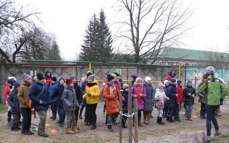 В обновленных дворах Брянска устроили массовые танцы