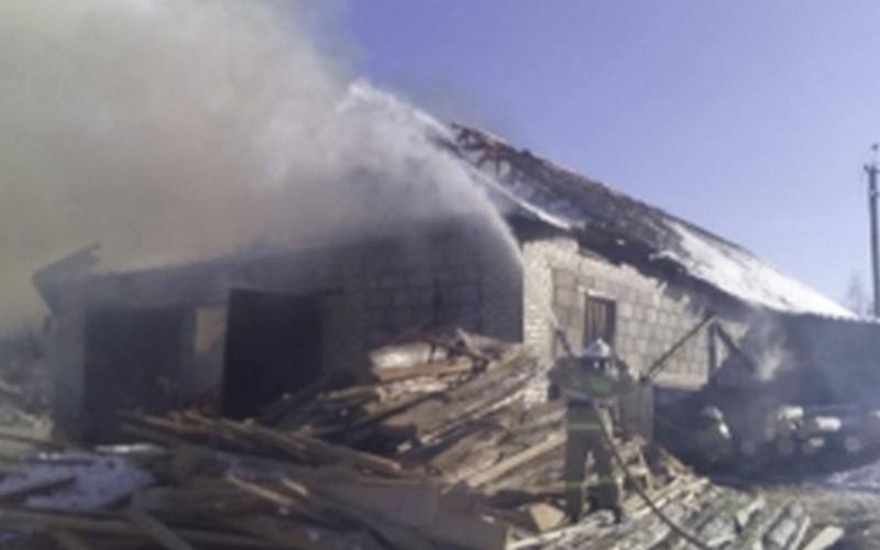 В Злынке огонь уничтожил пилораму