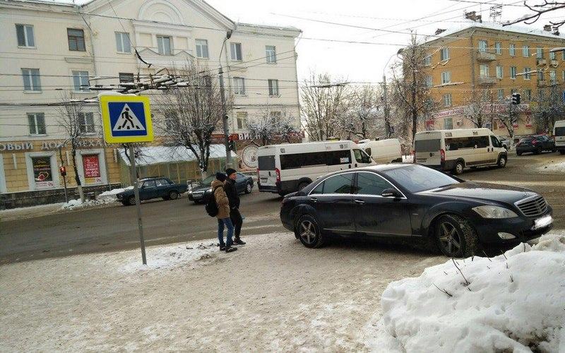 Брянские пользователи соцсети сдали автохама полиции