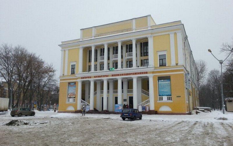 Брянский ДК железнодорожников закрыли из-за неубранного снега