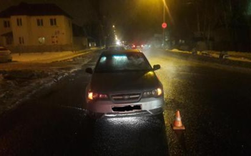 В Брянске под машину угодил переходивший дорогу в неположенном месте мужчина
