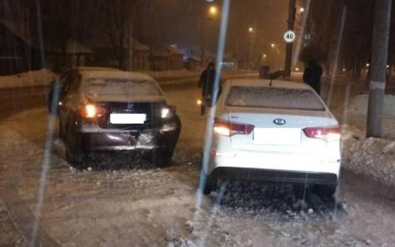 В ДТП возле урочища Лесные сараи в Брянске угодили сразу три машины