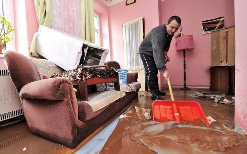 Квартиры в центре Брянска затопило фекалиями