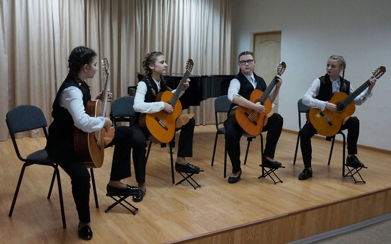 В Брянске 75-летие Сталинградской битвы отметили под звуки гитары