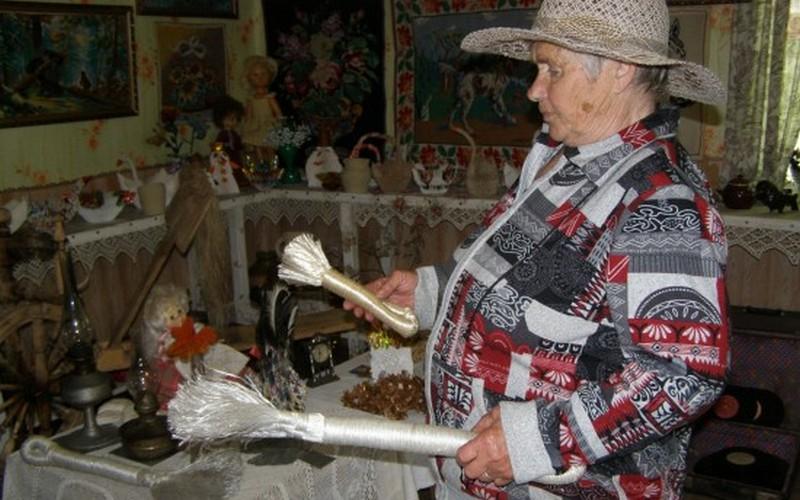 Жительница брянской глубинки сделала из своего дома музей