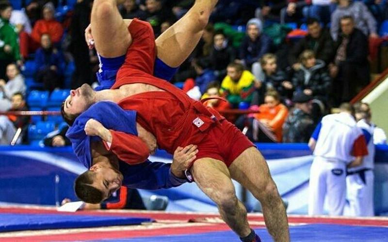 Брянский самбист Виктор Осипенко взял серебро открытого чемпионата Беларуси
