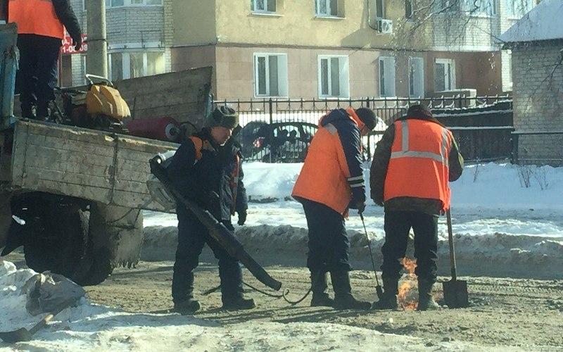 Ямочный ремонт заснеженной дороги возмутил брянцев